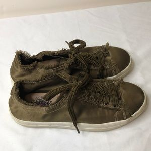 Rock and candy size 7 green silky sneakers EUC